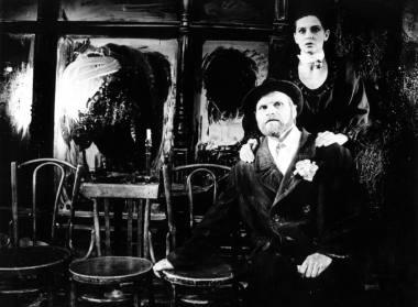 """Scenoje iš spektaklio """"Pirosmani, Pirosmani..."""" - Pirosmanis - Vladas Bagdonas ir Ija Marija - Irena Kriauzaitė. Meno forto archyvas"""