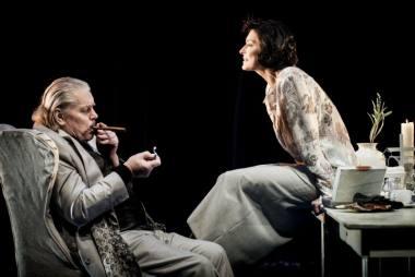 """Scena iš spektaklio """"Intymūs pokalbiai"""". Dmitrijaus Matvejevo nuotrauka"""