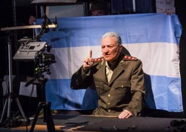 """Scena iš režisierės Lolos Arias spektaklio """"Minų laukas"""". Tristamo Kentono nuotrauka"""