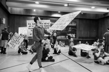 """Akimirka iš šokio operos """"Amžinybė ir viena diena"""" repeticijos, režisierius Itzikas Galili. Martyno Aleksos nuotrauka"""