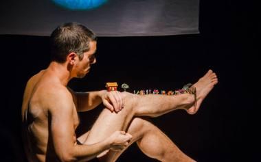 """Akimirka iš suomių """"Livsmedlet Theatre"""" spektaklio """"Nematomi kraštai"""". Dainiaus Putino nuotrauka"""