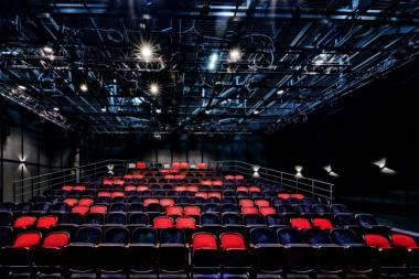 Kol Klaipėdos dramos teatro žiūrovų salė dėl karantino privalo likti tuščia, teatras transliuos spektaklius internetu. Algirdo Kubaičio nuotrauka