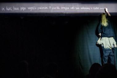 """Akimirka iš Dovilės Zavedskaitės autobiografinės pjesės """"Mums nieko neatsitiko"""" skaitymo Lietuvos nacionaliniame dramos teatre. Dmitrijaus Matvejevo nuotrauka"""