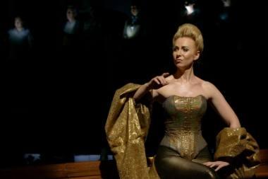 """Scena iš šokio operos """"Amžinybė ir viena diena"""" (LNOBT, 2019), Deivė – Justina Gringytė. Martyno Aleksos nuotrauka"""