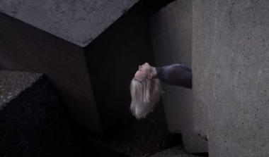 """Projekto """"Šokis plius miestas"""" akimirka: šokis prie Klaipėdos Pietinio molo. Stop kadras"""
