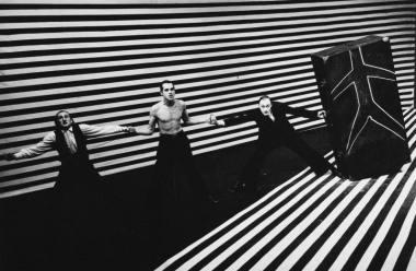 """Scena iš spektaklio """"Senė 2"""" (rež. Oskaras Koršunovas). Teatro archyvo nuotrauka"""