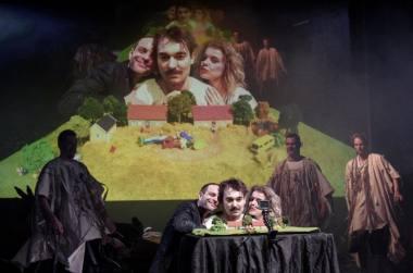 """Scena iš spektaklio """"Faustas"""", režisierius Janas Klata. Peterio Neuberto nuotrauka"""