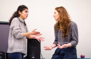 Šiemet Baltijos taikomojo teatro mokyklos mokymus ves Nazha Harb (Libanas) ir Kristina Werner (Vokietija). Nuotrauka iš organizatorių archyvo