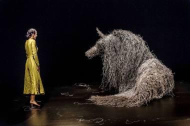 """Akimirka iš spektaklio """"Virginia Wolf"""". Nuotrauka iš Balstogės lėlių teatro archyvo"""