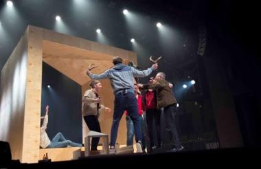 """Spektaklio """"Varovai"""" (rež. Elmāras Seņkovas) repeticija. Mariaus Pažerecko nuotrauka"""