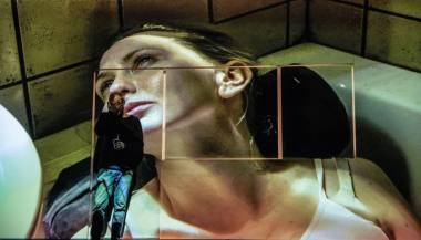"""Akimirka iš spektaklio """"Moters dalys"""", režisierius Kornélis Mundruczó. Natalia Kabanow nuotrauka"""