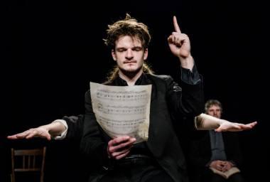 """Scena iš spektaklio """"Miego brolis"""", režisierius Adomas Juška (Valstybinis jaunimo teatras, 2020). Lauros Vansevičienės nuotrauka"""