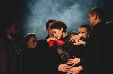 """Scena iš spektaklio """"Rusiškas romanas"""". Majakovskio teatro archyvo nuotrauka"""