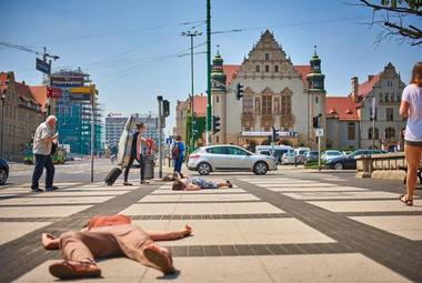 """Juliano Hetzelio """"Kliūtys. Baimės skulptūros"""" Poznanės Adomo Mickevičiaus aikštėje. Klaudynos Schubert (malta-festival.pl) nuotrauka"""