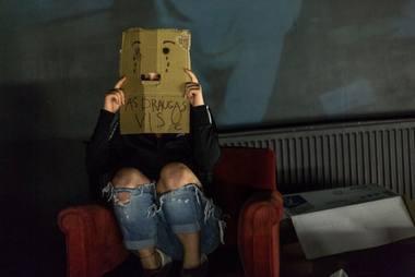"""Scena iš Artūro Areimos teatro spektaklio """"Medėjos kambarys"""". VDU menų fakulteto archyvo nuotrauka"""