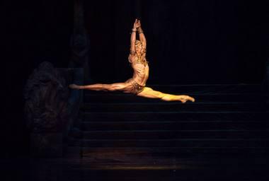 "Dawidas Trzensimiechas baleto spektaklyje ""Bajaderė"". Ewos Krasuckos nuotrauka"