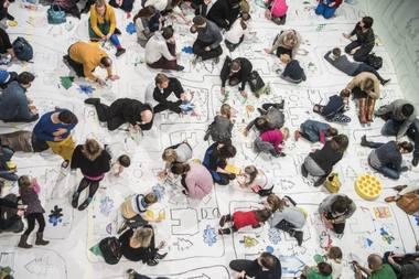 """Aktoriai ir vaikai kuria """"Raudonkepurę"""" Nacionalinio dramos teatro mažojoje salėje. Dmitrijaus Matvejevo nuotrauka"""