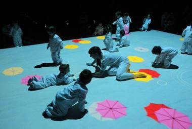 """Ispanų trupės """"LASALA"""" aktoriai su vaikais dūks interaktyviuose spektakliuose """"Nemiegantis naktis"""". Rengėjų archyvo nuotrauka"""
