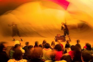 """Scena iš spektaklio """"Tripula"""". Menų spaustuvės archyvo nuotrauka"""