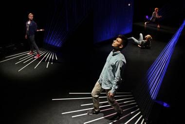 """Elektroninės muzikos ir šokio instaliacijų šou """"Triukšmo kontrolė"""". Rengėjų nuotrauka"""