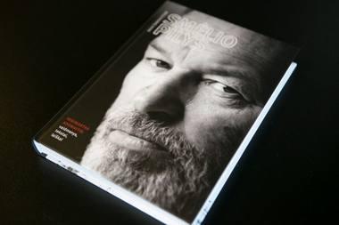 """Daivos Šabasevičienės knyga apie Regimantą Adomaitį """"Smėlio pilys"""". Andriaus Ufarto (delfi.lt) nuotrauka"""