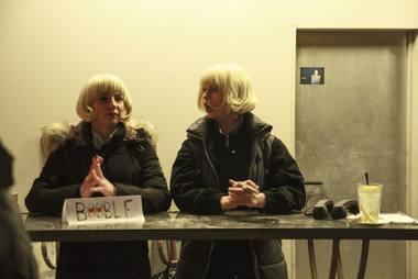 """Greta Grinevičiūtė ir Agnietė Lisičkinaitė, """"B & B"""", laukia Berlyno žiūrovų. Miglės Mačiūnaitės nuotrauka"""