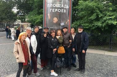 """""""Didvyrių aikštės"""" aktoriai Sankt Peterburge. LNDT archyvo nuotrauka"""
