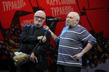 Adomas Jacovskis ir Kama Ginkas ceremonijos scenoje. Nuotrauka iš socialinio tinklo asmeninės paskyros