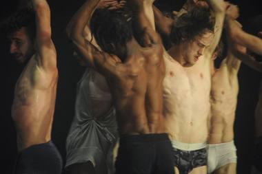 """Alainas Platelis su trupe """"Les Ballets C de la B"""" į Lietuvą grįžta po daugiau kaip 20 metų ir atsiveža spektaklį """"nicht schlafen"""". Chris Van der Burght nuotrauka"""