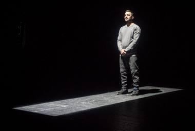 "Zabi Ahmadi spektaklyje ""Dreamland"". Dmitrijaus Matvejevo nuotrauka"
