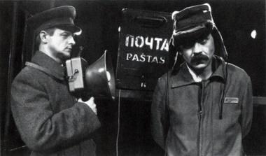 """""""Kvadratas"""". Prižiūrėtojas – Remigijus Vilkaitis, Jis – Kostas Smoriginas. """"Meno forto"""" archyvo nuotrauka."""