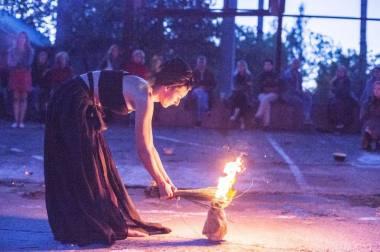 """Marijos Žemaitytės """"Ugnies maldos"""". Mingailės Žemaitytės nuotrauka"""