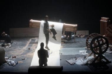 """Barokinio teatro triukšmų mašinų performansas """"Blogi orai"""". Martyno Aleksos nuotrauka"""