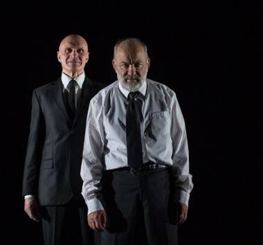 """Spektaklio """"Hybris (Puikybė)"""" herojai: Rafalas (Albinas Kėleris) ir Adamas (Vidas Petkevičius). Tado Povilonio nuotrauka"""