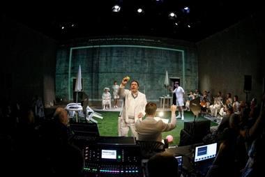 """""""Į švyturį"""": sala dainininkams ir orkestrui. Martyno Aleksos nuotrauka"""