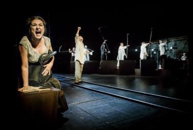 """Scena iš spektaklio """"Rusiškas romanas"""". Dmitrijaus Matvejevo nuotrauka"""