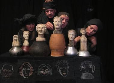 """Saulės Degutytės """"Stalo teatro"""" personažai ir veikėjai. Teatro archyvo nuotrauka."""