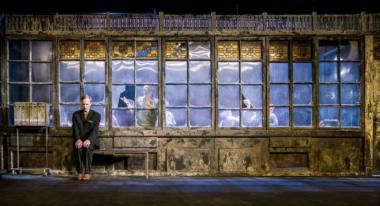 """Scena iš spektaklio """"Durys"""". Dmitrijaus Matvejevo nuotrauka"""