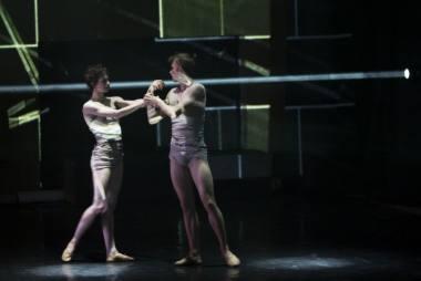 """Marta Navarro Herranz ir Benas Davisas spektaklyje """"Newborn"""". E. Kovalenko nuotrauka"""