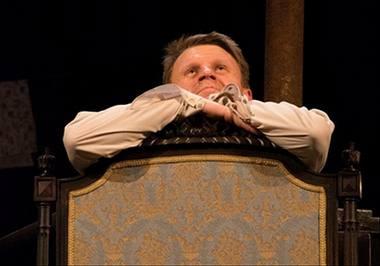 """Rolandas Kazlas Vilniaus teatro """"Lėlė"""" spektaklyje """"Ne pagal šio pasaulio madą"""". Teatro archyvo nuotrauka"""