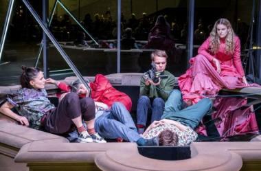 """Scena iš spektaklio """"Sulėtintai"""", režisierė Anna Smolar. Dainiaus Putino nuotrauka"""