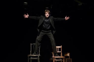 """Džiugas Grinys spektaklyje """"Miego brolis"""". Lauros Vansevičienės nuotrauka"""
