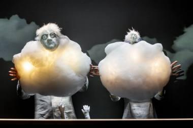 """Akimirka iš spektaklio """"Debesys"""", režisierė ir dailininkė Aušra Bagočiūnaitė-Paukštienė. Dmitrijaus Matvejevo nuotrauka"""