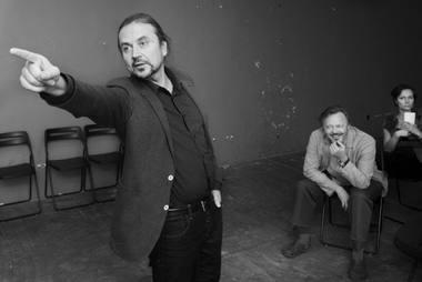 """Oskaras Koršunovas, Darius Meškauskas ir Airida Gintautaitė """"žaidžia"""" Čechovą. Dmitrijaus Matvejevo nuotrauka"""