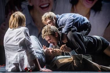 """Scena iš spektaklio """"Didis blogis"""". Dmitrijaus Matvejevo nuotrauka"""