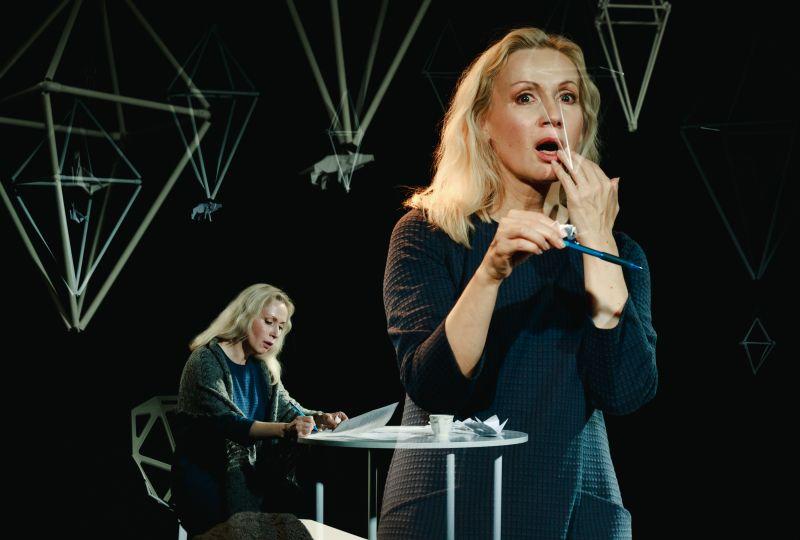 """Eleonora Koriznaitė spektaklyje """"Kokio gražumo saulė"""". Tado Povilonio nuotrauka"""