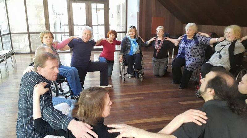 Kūrybos ratas. Neįgaliųjų kūrybinės laboratorijos akimirka. Nuotrauka iš LŽNS archyvo