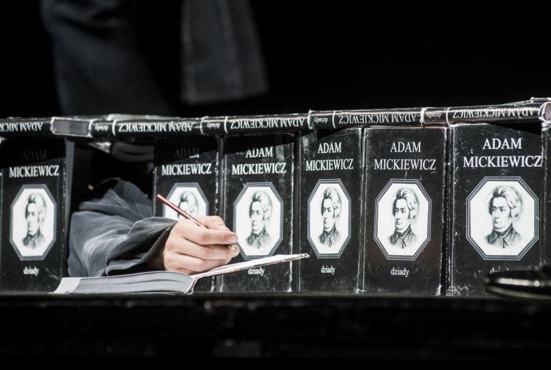 """Eimunto Nekrošiaus """"Vėlinės"""". Dmitrijaus Matvejevo nuotrauka"""