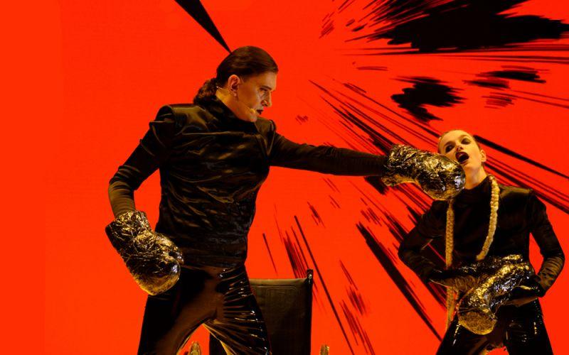 """Komiksų opera """"α"""" (""""Alfa""""): """"GoraParasit"""" (režisūra, scenografija, kostiumai), Albertas Navickas (muzika), Gabrielė Labanauskaitė-Diena (libretas). """"Naujosios operos akcija"""", 2018. Martyno Aleksos nuotrauka"""