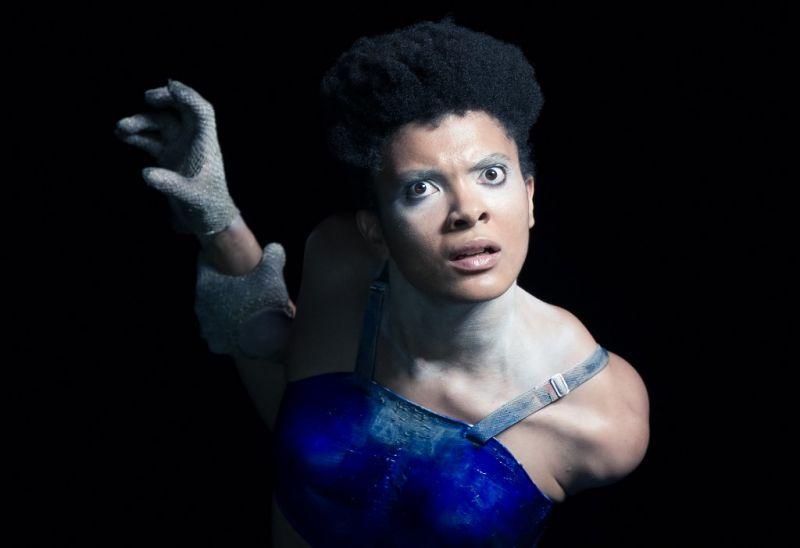 """Marlene Monteiro Freitas šokio spektaklyje """"Iš dramblio kaulo ir mėsos – skulptūros irgi kenčia"""". Pierre'o Planchenault nuotrauka"""